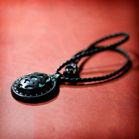 LEATHER-TUNA-0808-pendant1.jpg
