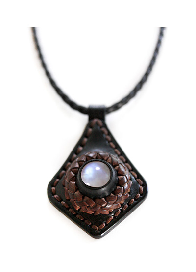 LEATHER-TUNA-1006-pendant4.jpg