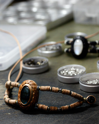 LEATHER-TUNA-1118-bracelet1.jpg