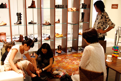 LEATHER-TUNA-展示会2011-6.jpg