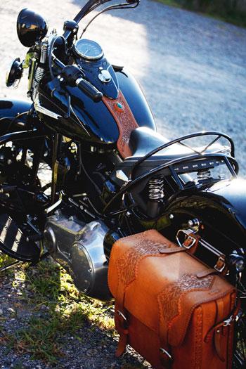 LEATHER-TUNA-Kiri_bike3.jpg