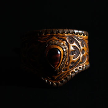 LEATHER-TUNA-custom-bangle1.jpg
