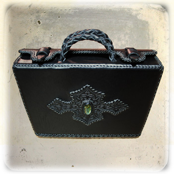 LEATHER-TUNA-portfolio_case2.jpg