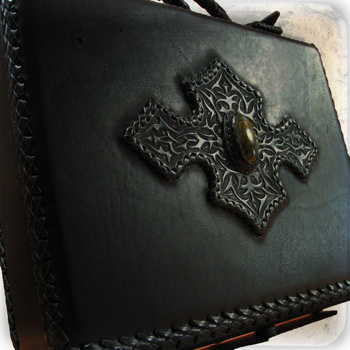 LEATHER-TUNA-portfolio_case3.jpg