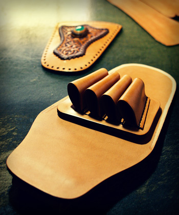 LEATHER-TUNA-scissors-case2.jpg
