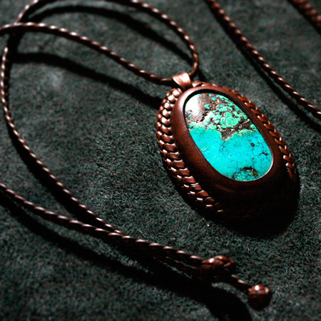LEATHER-TUNA-share-spirit-CA931-pendant.jpg