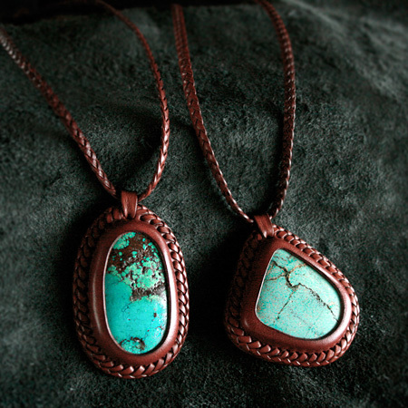 LEATHER-TUNA-share-spirit-CA931-pendant2.jpg