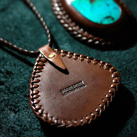 LEATHER-TUNA-share-spirit-CA931-pendant3.jpg