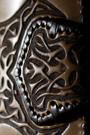 LEATHER-TUNA-wallet-carving9.jpg